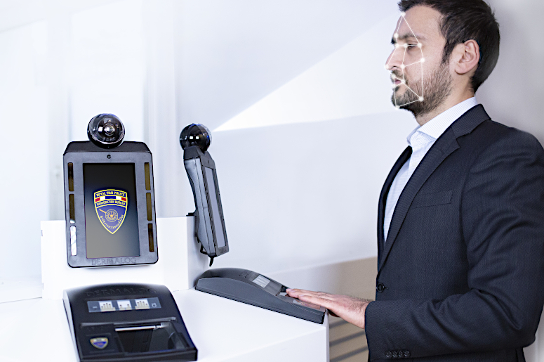 DERMALOG's biometric border control system identifies a person by face and fingerprint to prevent fraud attempts.